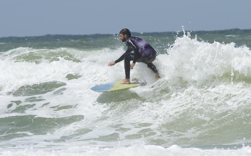 Till (Team Brothers of Darkroom) auf dem Mini Simmons von PT Surfboards