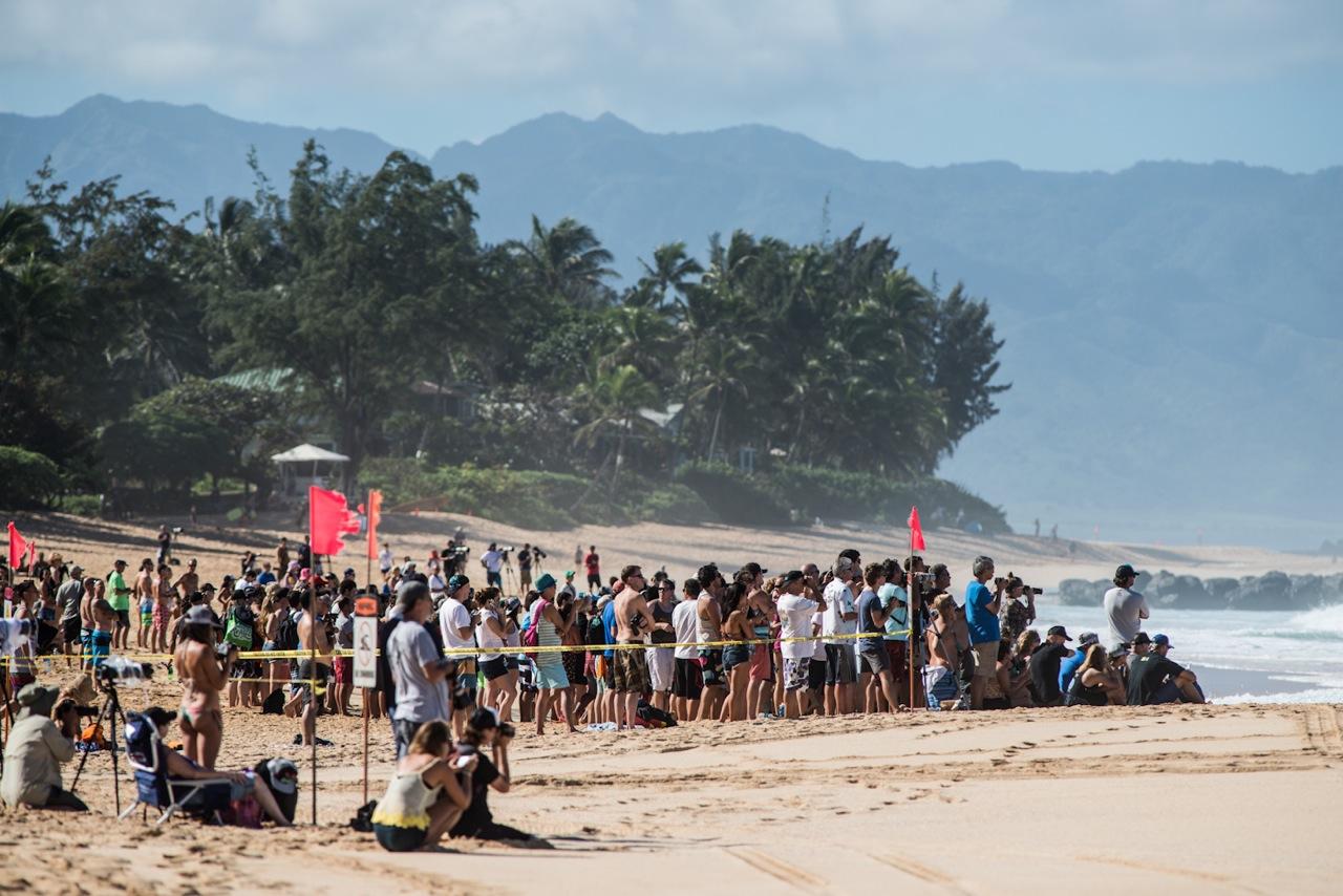 Crowds an Land und im Wasser
