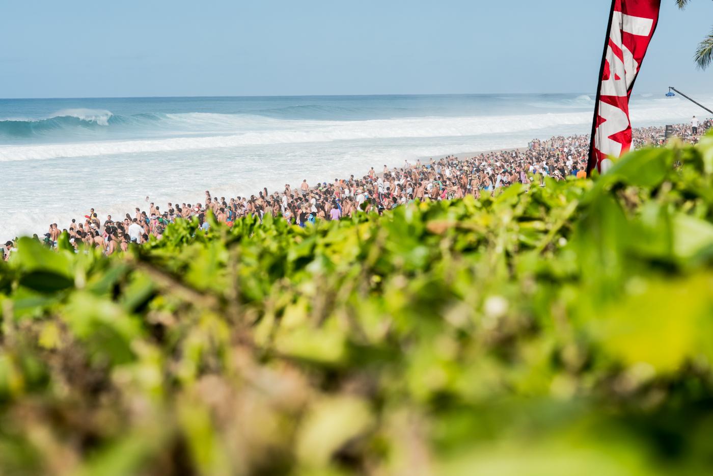Die größte Crowd, die jemals bei den Pipe Masters gesehen wurde