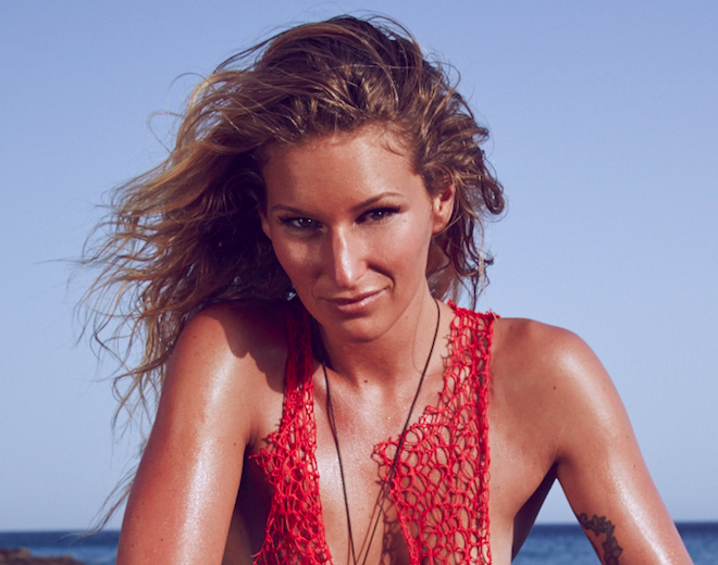 Janni Hönscheid auf die RTL Promi-Insel - Surfers Mag
