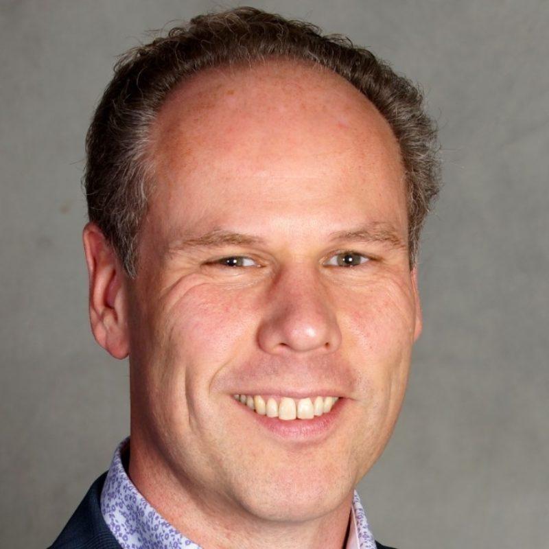 Erik Mathlener spreker bij sprekershuys