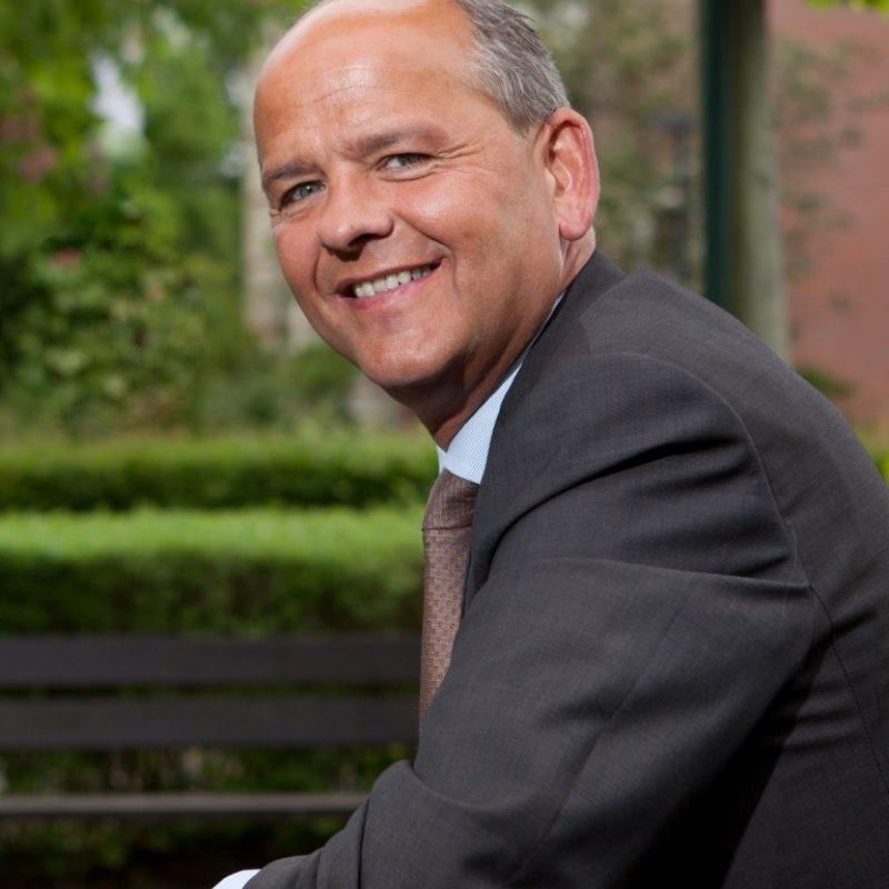 Bas Hoogland spreker bij Sprekershuys