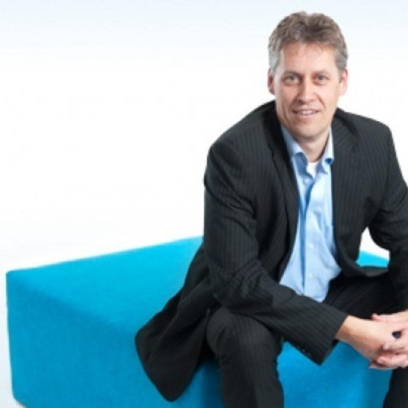Jaap Maackay dagvoorzitter, spreker boeken bij het Sprekershuys