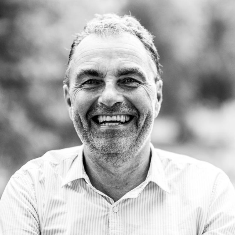 Stephan Fellinger spreker, dagvoorzitter inhuren bij het Sprekershuys