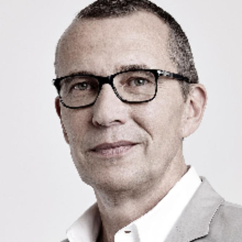 Thomas Hendriks spreker bij Sprekershuys