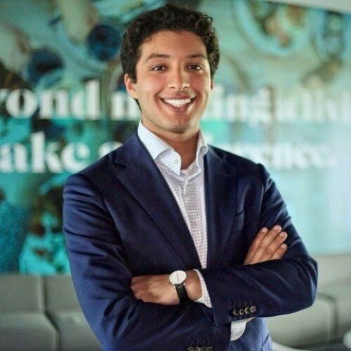 Saber Benjah inhuren als dagvoorzitter bij het Sprekershuys