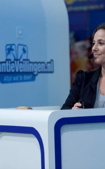 Samantha van Wijk als spreker Inhurenbij het Sprekershuys