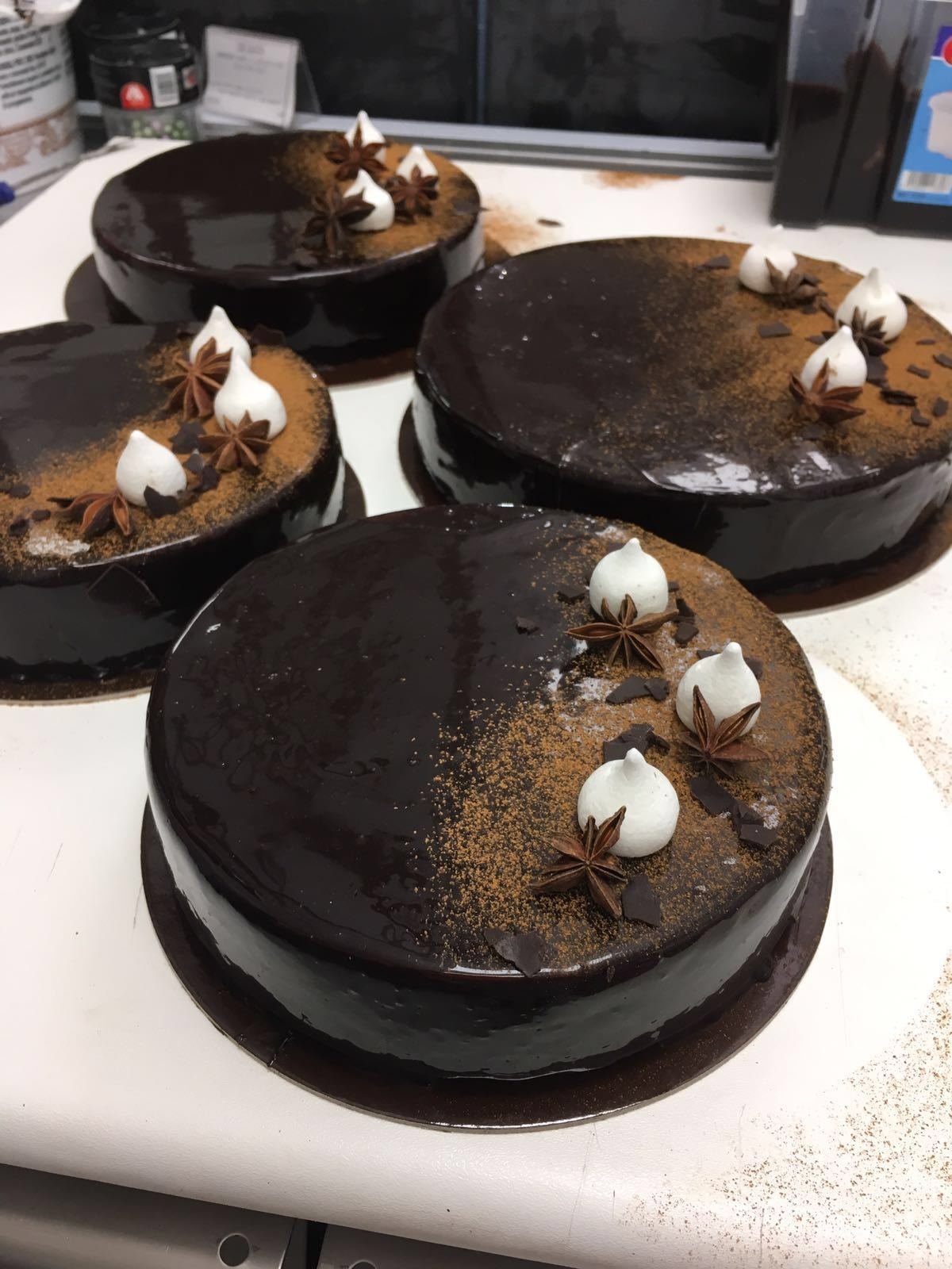 La torta al cioccolato.