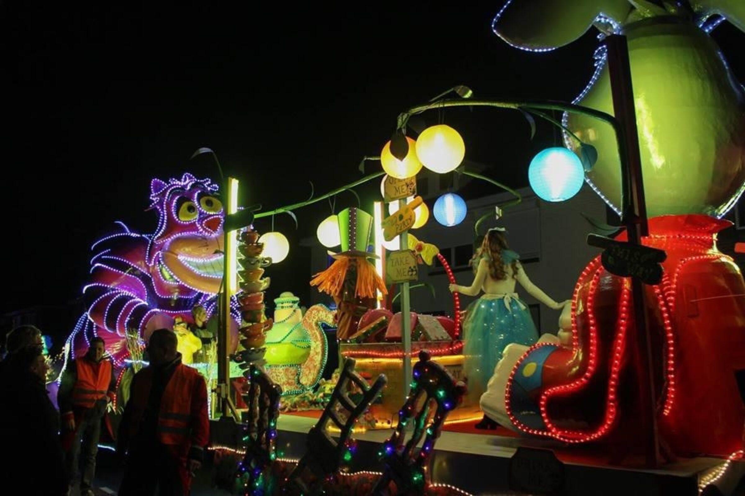 Verlichte carnavalsoptocht Enschede