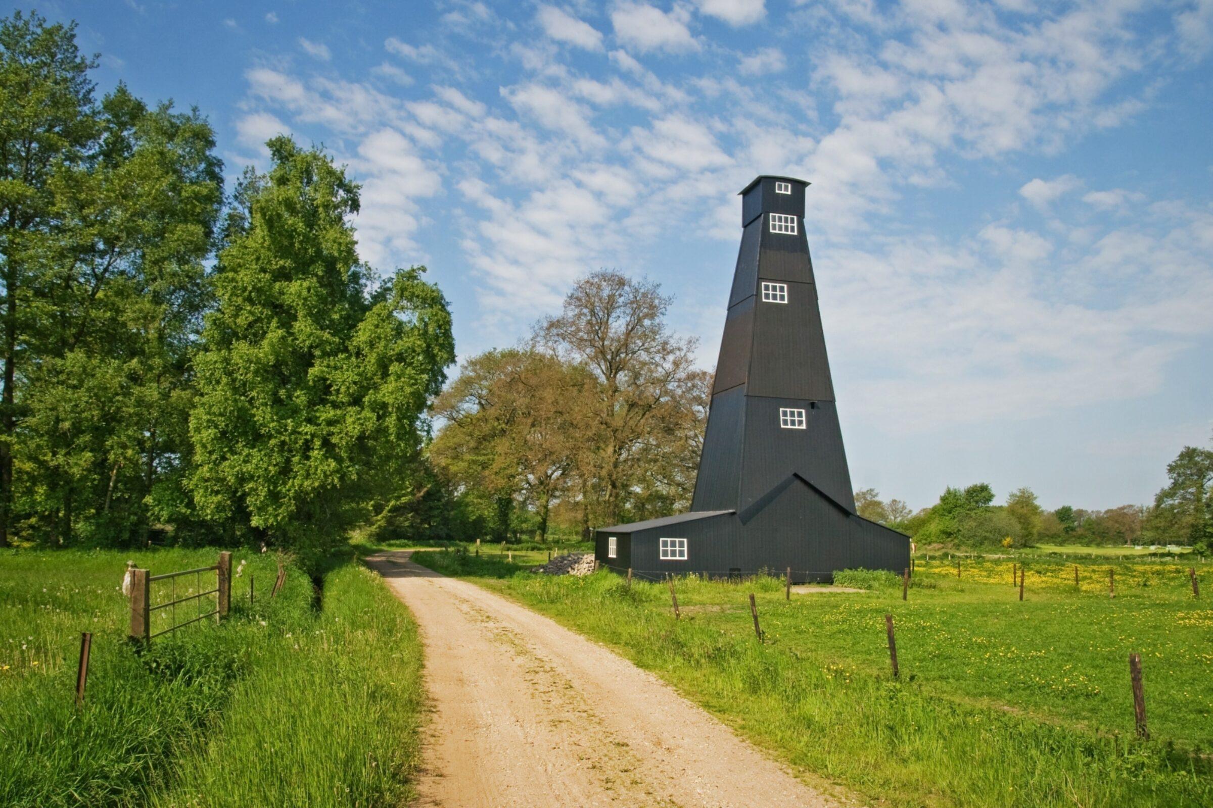 Zouttoren in Landschap Laurens Kuipers HR 1150 1533302246 35ht13dfnv