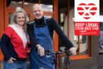 Steun onze stad Koop lokaal Enschede Stoet Natasha en Rene