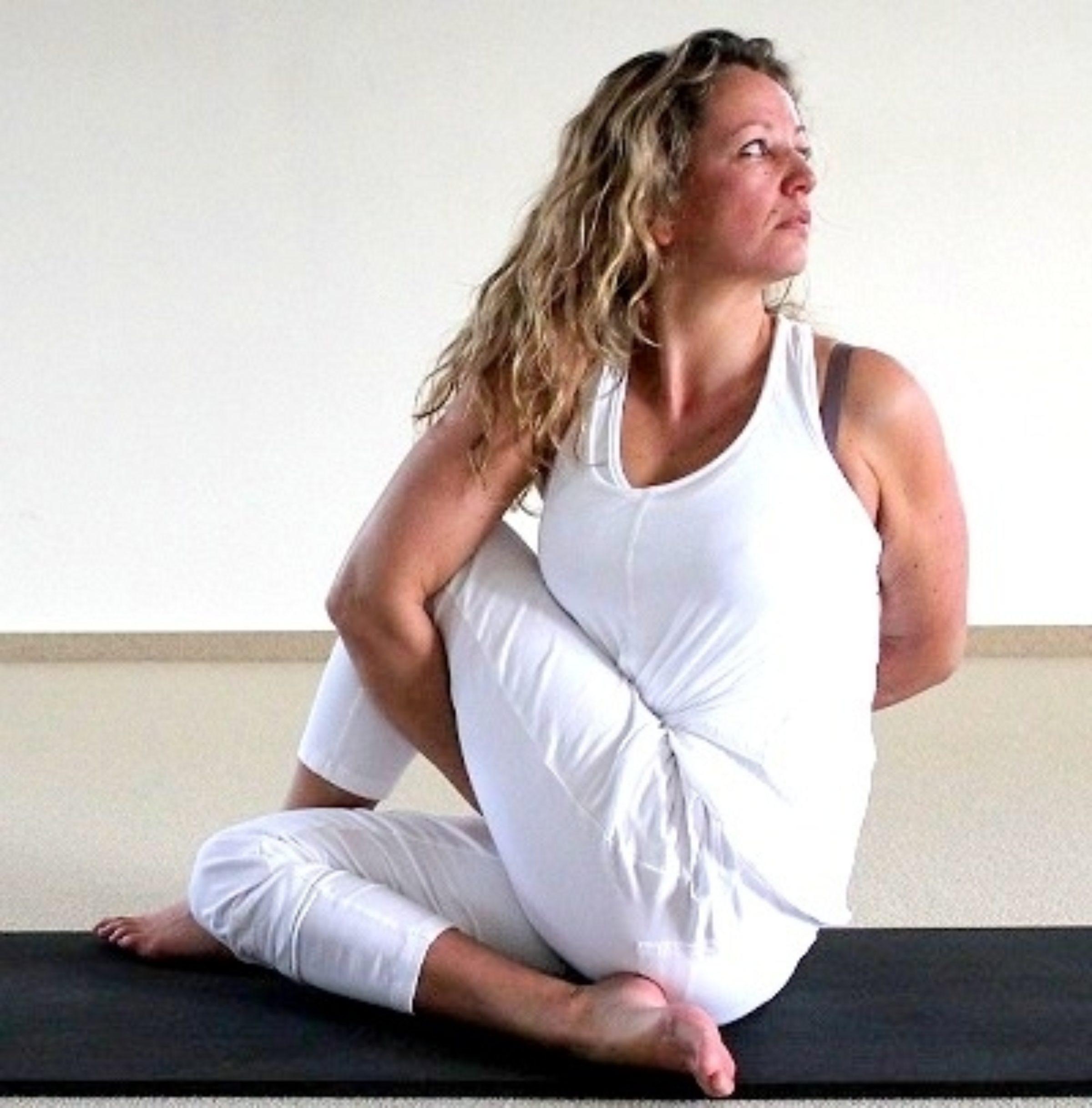 Yogaschoolardhamatsyendra