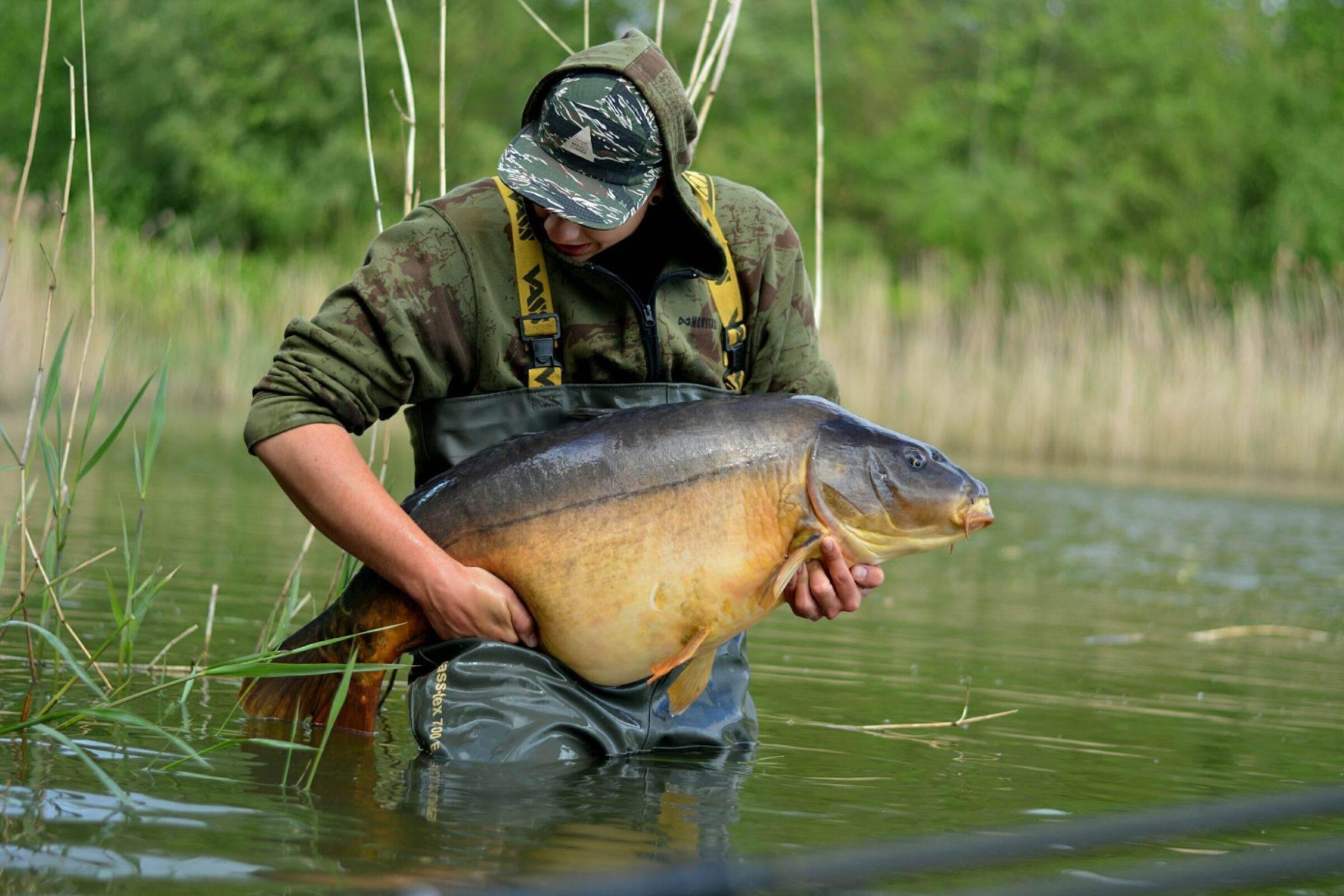 Bram Bijkerk vangt Karper bij Fishing Adventure Rutbekerveldweg 2016 05 15 44 pond