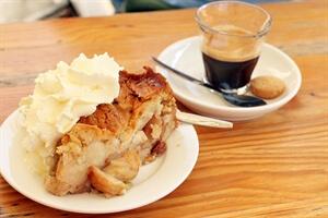 Amsterdam Travel: The Best Dutch Apple Pie in Amsterdam