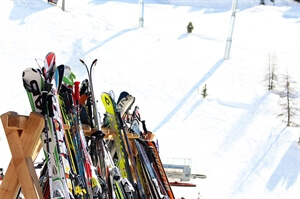 Travel Advice: Essential First Ski Trip Packing List for Beginner Skiers or Snowboarders