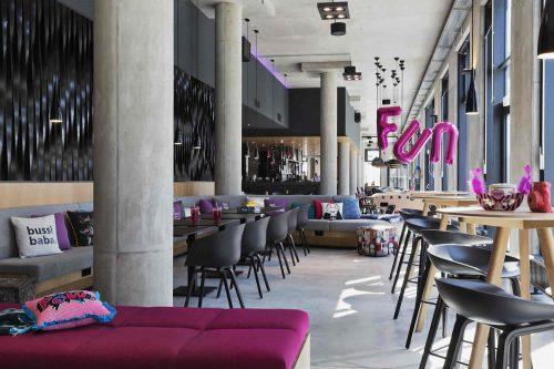 Moxy Lounge