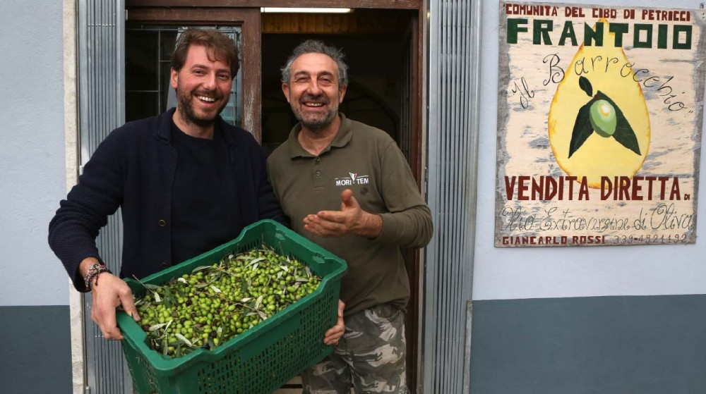 Olive farmers on the land | Liquido d'Oro
