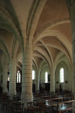 Intérieur de l'église d'Aouste