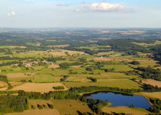 Ardennes Thierache vue du ciel campagne etang