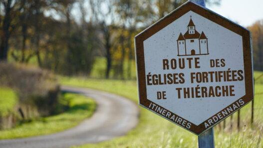 Panneau Églises fortifiées route d'Ardennes Thiérache