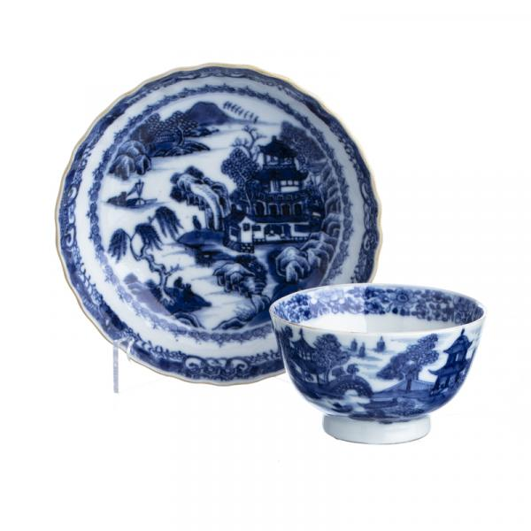 Chinese Porcelain Teacup and saucer, Canton - China, Qianlong period, blue decoration [...]