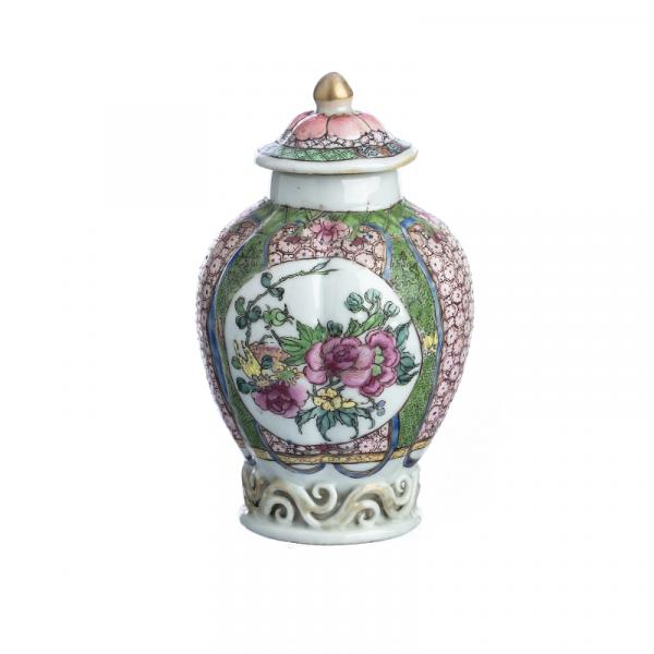 Chinese Porcelain Tea caddy, Yongzheng - China, Yongzheng period, gummed body, [...]