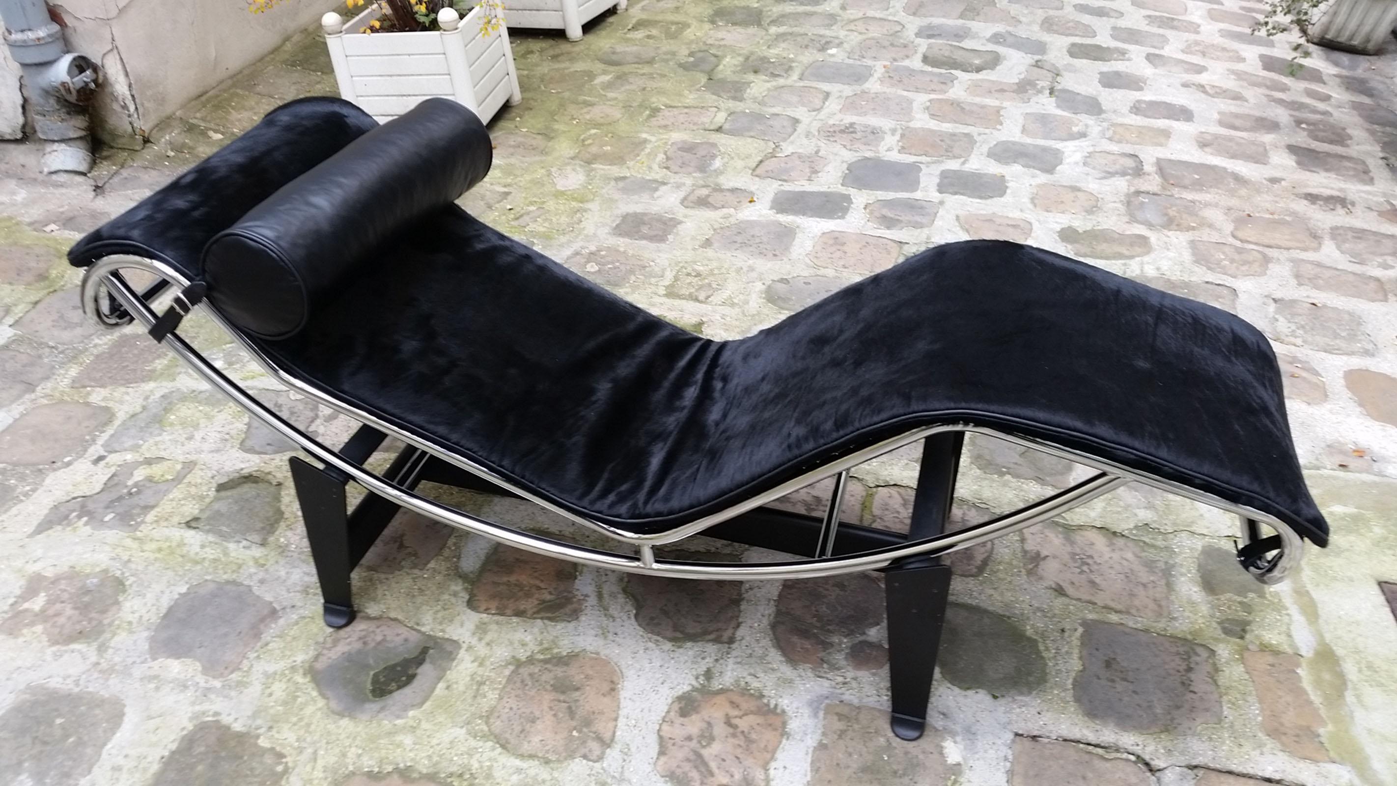 Lc4 Le Corbusier Chaise Lounge Peau De Vache Noire