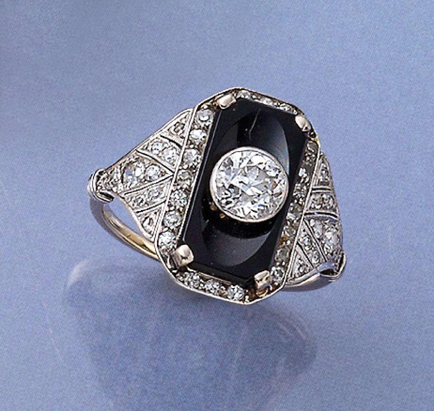 Vente Bijoux anciens et de collection chez Henry's Auktionshaus : 241 lots