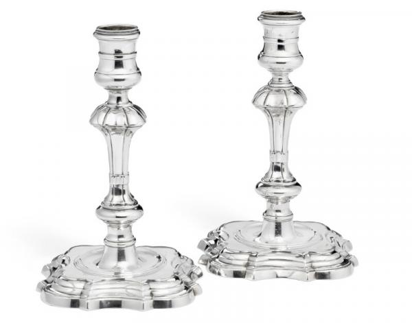 A pair of George II sterling silver candlesticks, maker George Wickes, London 1736 [...]