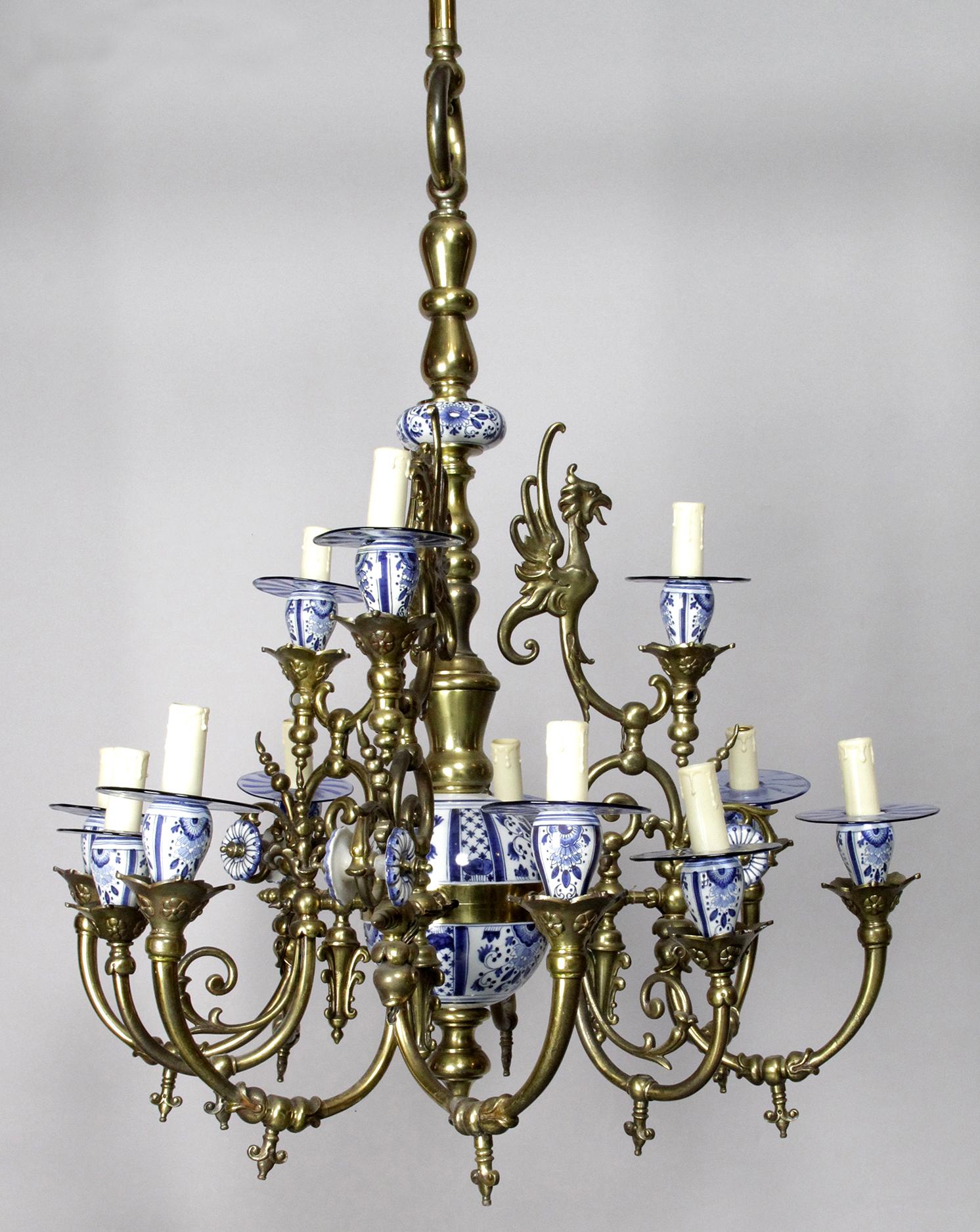Important Lustre Hollandais En Bronze Et Faïence De Delft Avec