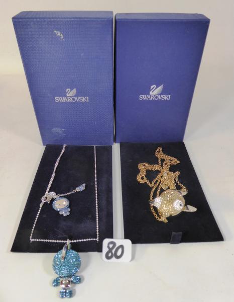 Swarovski - Réunion de trois bijoux en cristal. - En deux coffrets ...