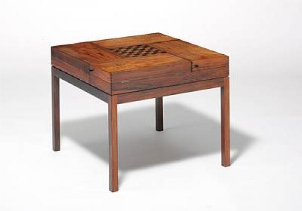 Ejner Larsen, Aksel Bender Madsen: A square tobacco/games table of rosewood. Top with [...]