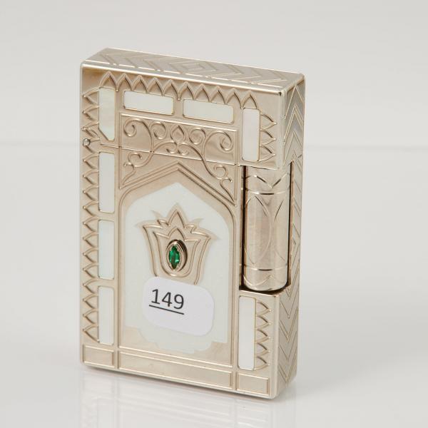 Dupont Briquet Taj Mahal A Decor De Nacre Et Laque Nacree Representant Le Lot 149 Belle Vente De Bijoux Chez Mercier Cie Auction Fr