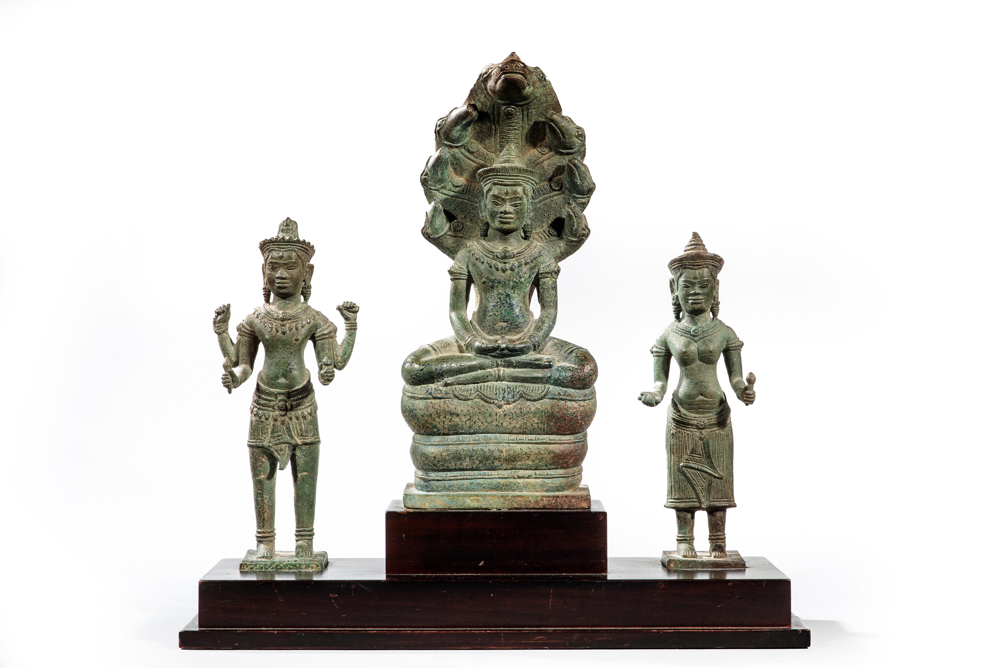 Vente Art d'Asie chez Versailles Enchères  : 291 lots