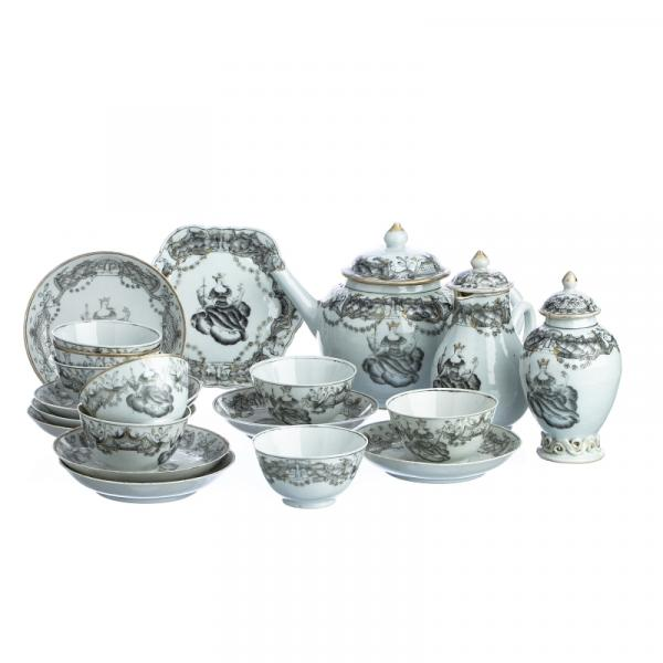 'Juno Crowned' Grisaille Tea service in Chinese Porcelain, Qianlong - China, Qianlong [...]
