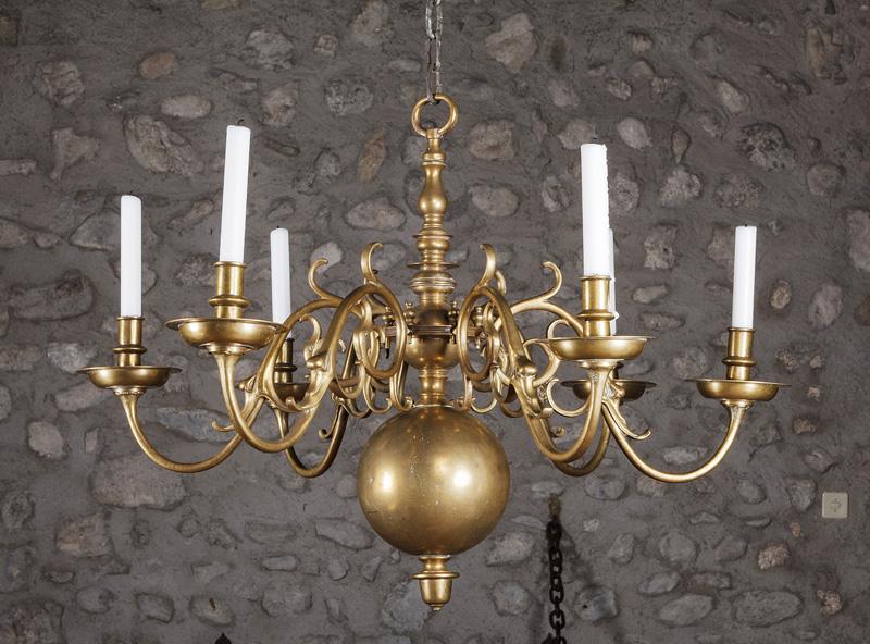 Grand lustre hollandais en laiton à fût balustre vente exceptionnelle au château de gingins 1ère partie à piguet hôtel des ventes auction fr