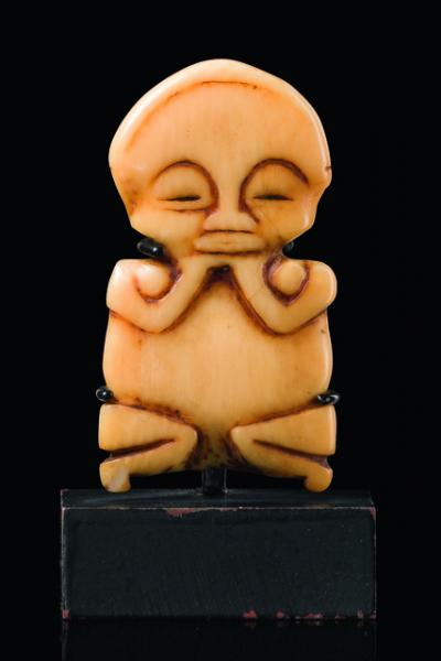 Figural pendant  - D. R. Congo, Hungana  -   - ivory, ornamentally formed[...]