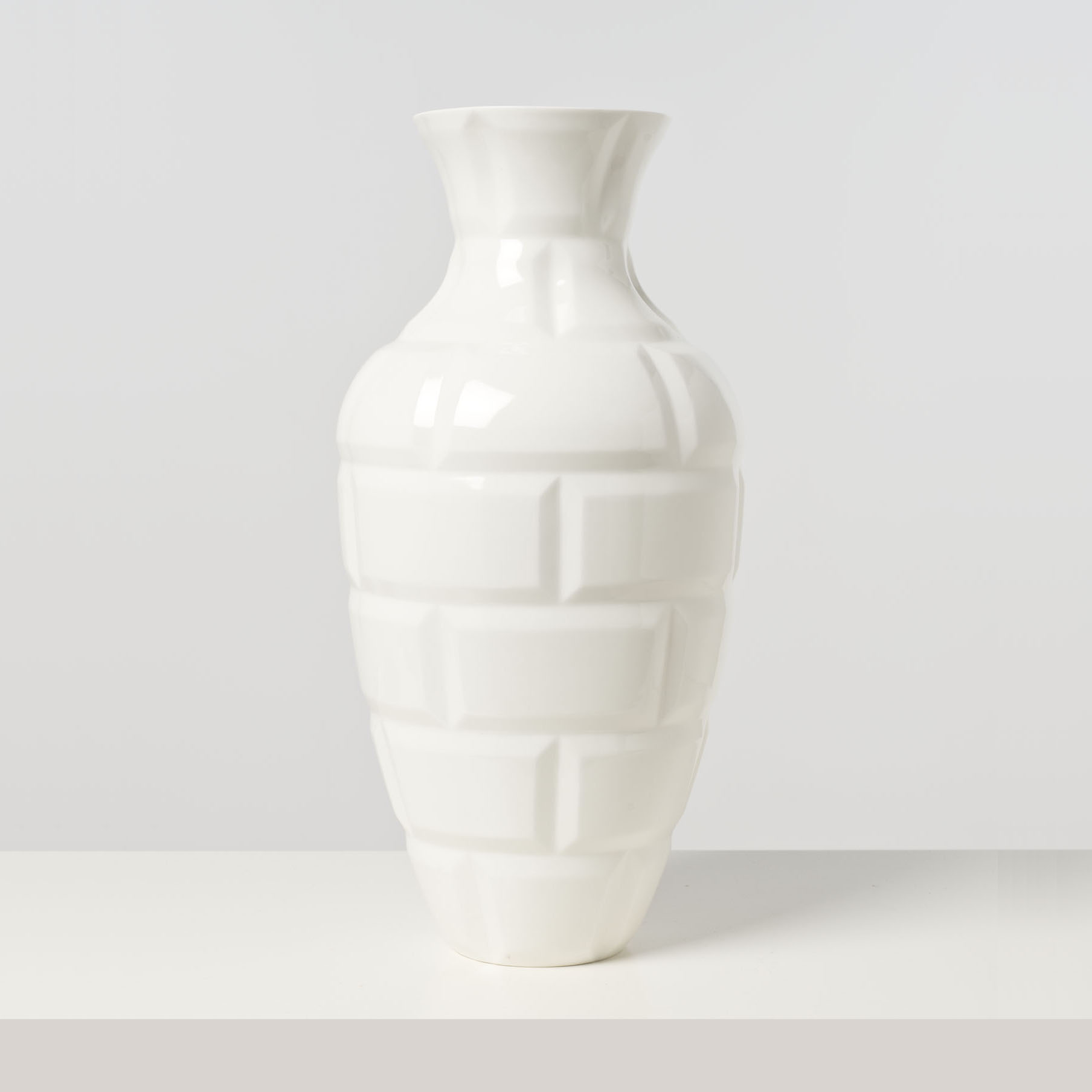 Naoto Fukasawa 1956 Metro Vase Porcelaine De Sevres Date De Creation Lot 80 Limited Edition Chez Piasa Auction Fr