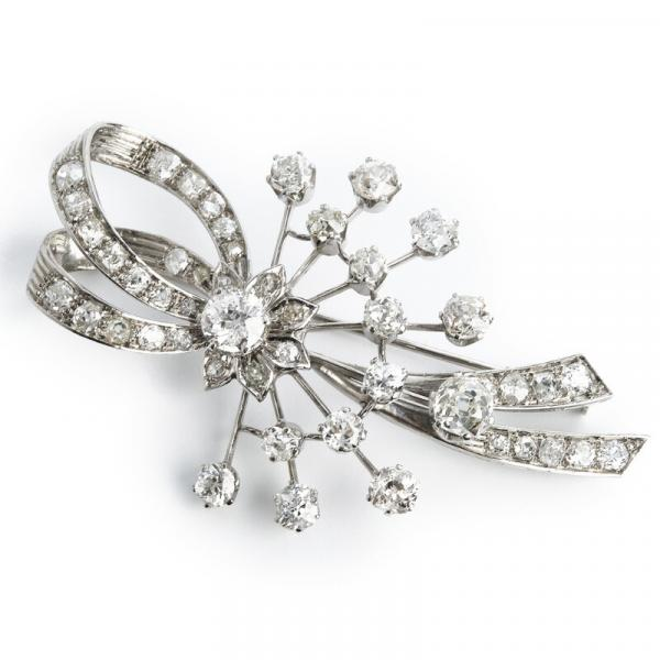 A diamond brooch set with numerous old-cut diamonds weighing a total of app. 5.00 [...]
