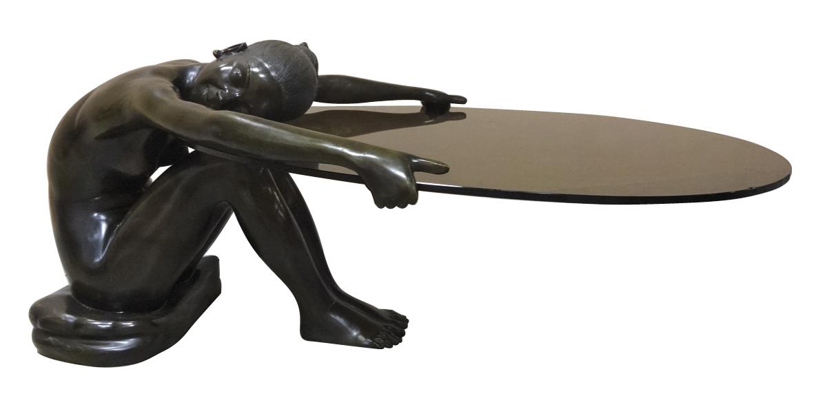 Table Basse A Pietement En Bronze Figurant Une Jeune Femme