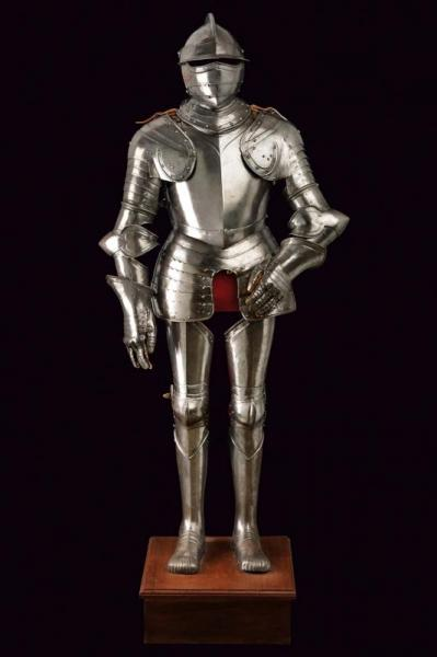 A full armour - dating: 16th Century provenance: Italy, Heavy, closed, Hungarian [...]