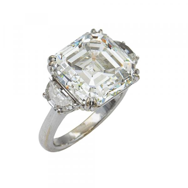 18kt white gold important ring with a diamond ct 11,85 weight 9 gr.
