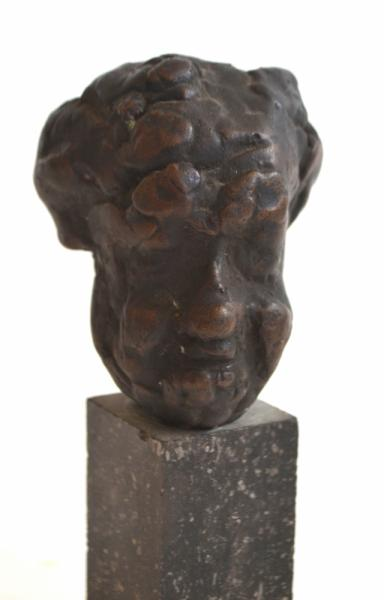 [Fine arts: 20th century] Bronze head - On natural stone base. In the style of [...]