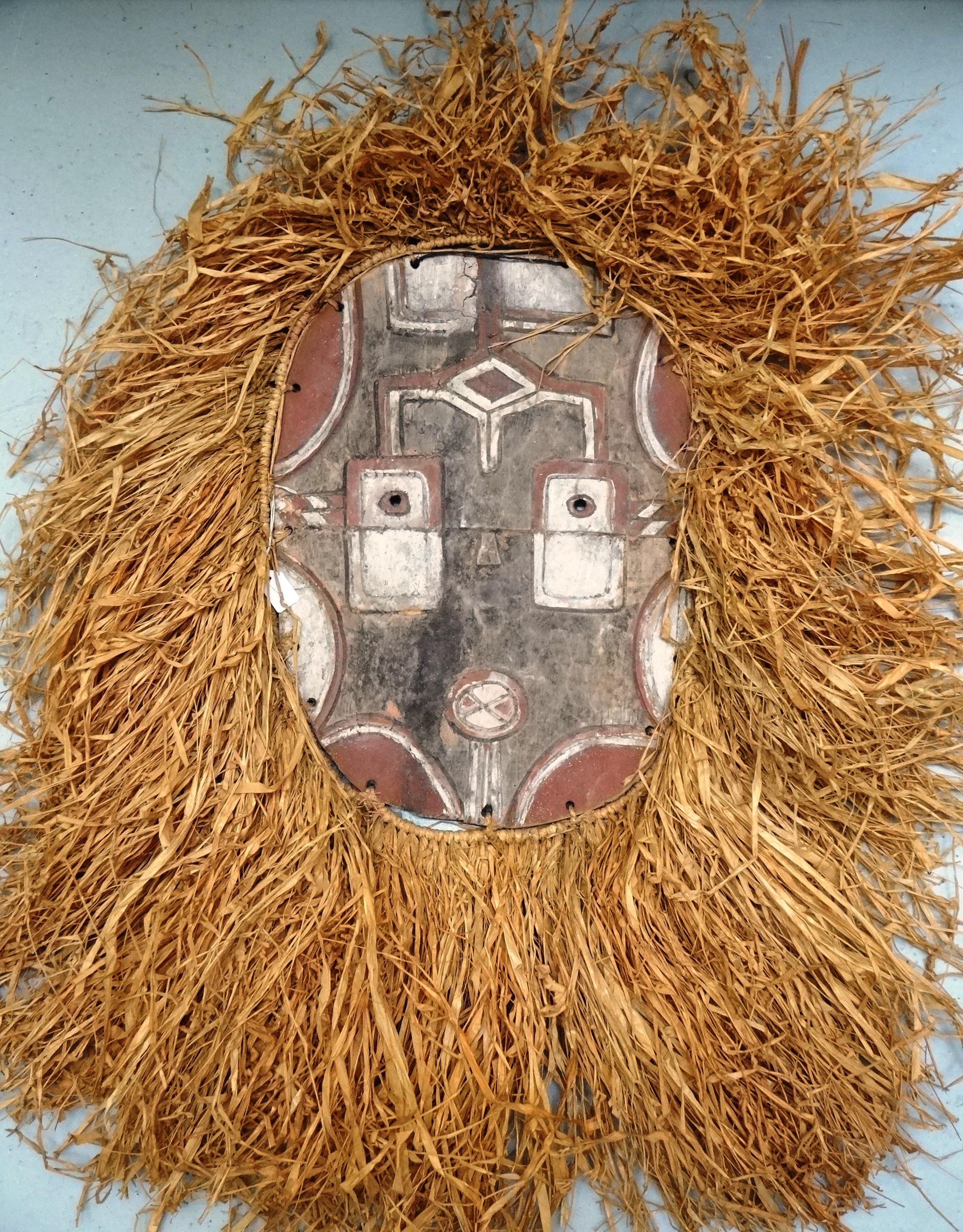 masque africain raphia