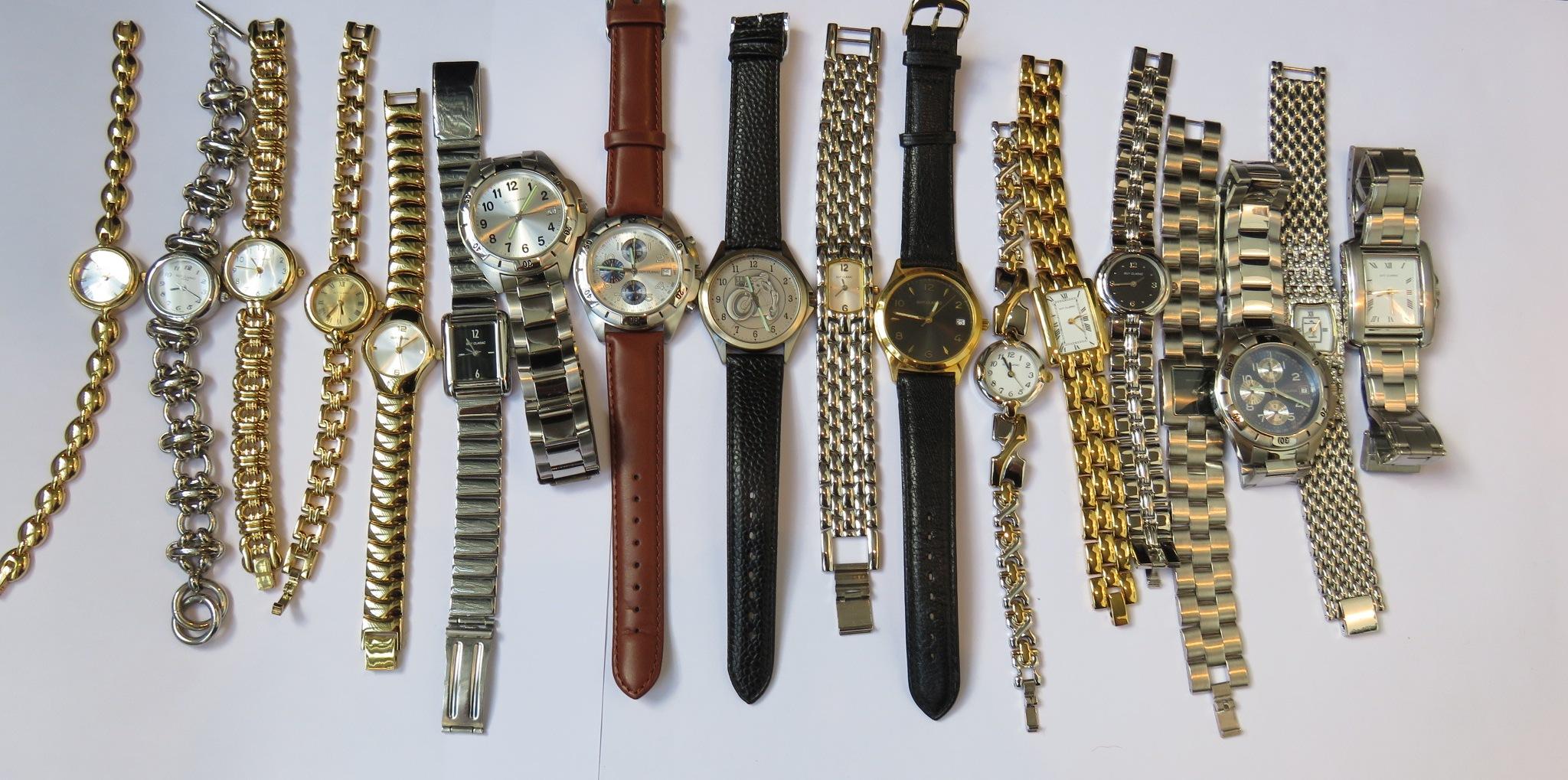 268ef562c5 Lot de 18 montres de marque GUY CLARAC, modèles homme et femme. Mécanisme à  [...], Bijoux et Montres at Rennes Enchères | Auction.fr