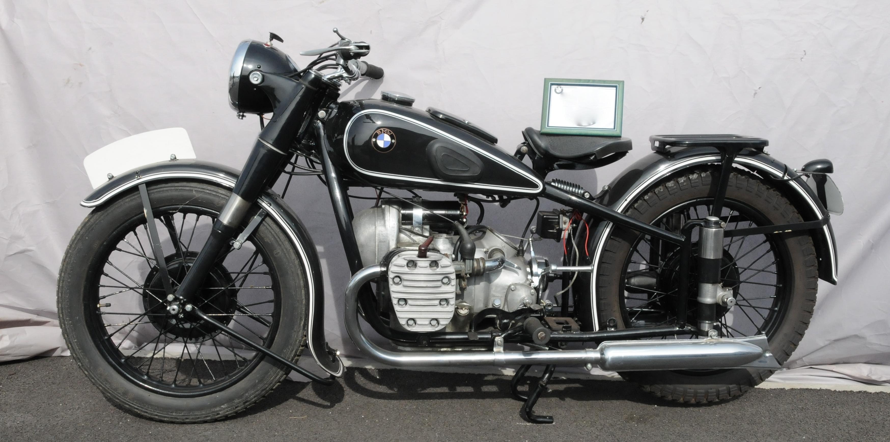 Auction Motos Anciennes  at Salle des Ventes Cappelaere - Prunaux : 86 lots