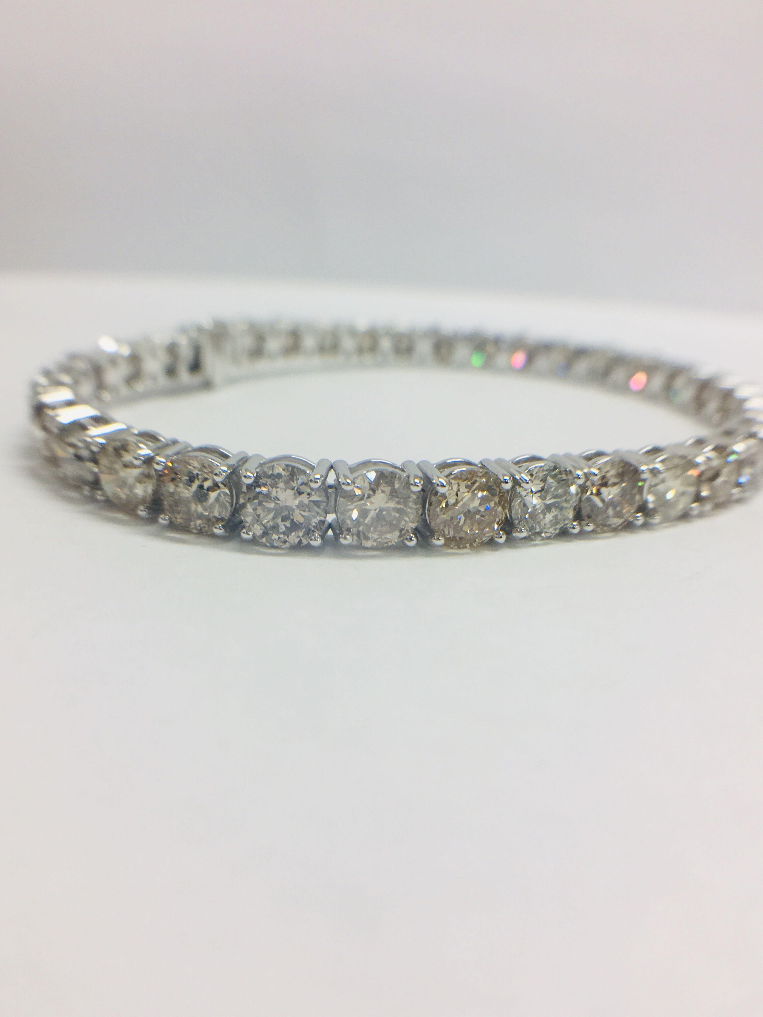 Vente Gemstone and platinum jewellery chez Diamondauctionsonline Ltd - Auction house : 43 lots