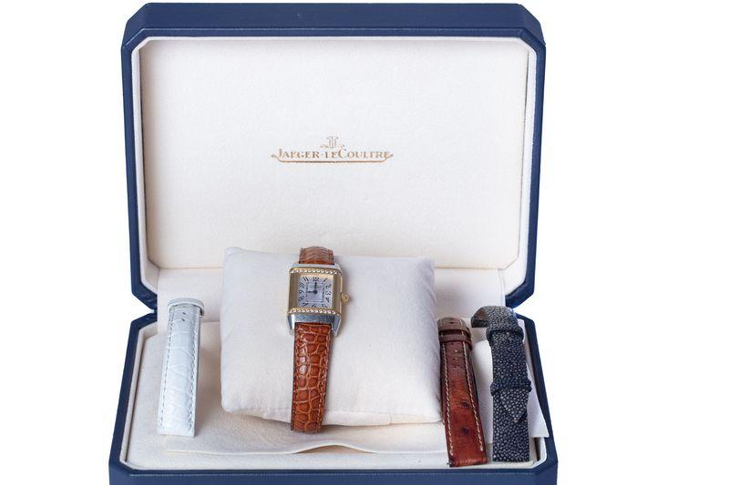 Auction Bijoux, Arts d 'Asie, Design, Vintage, Tableaux Modernes, Lustres at Antibes Enchères : 301 lots