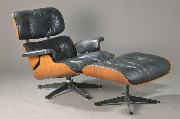 Lounge Chair mit Ottomane, Entwurf Charles und Ray Eames (1907 St. Louis/1907 [...]