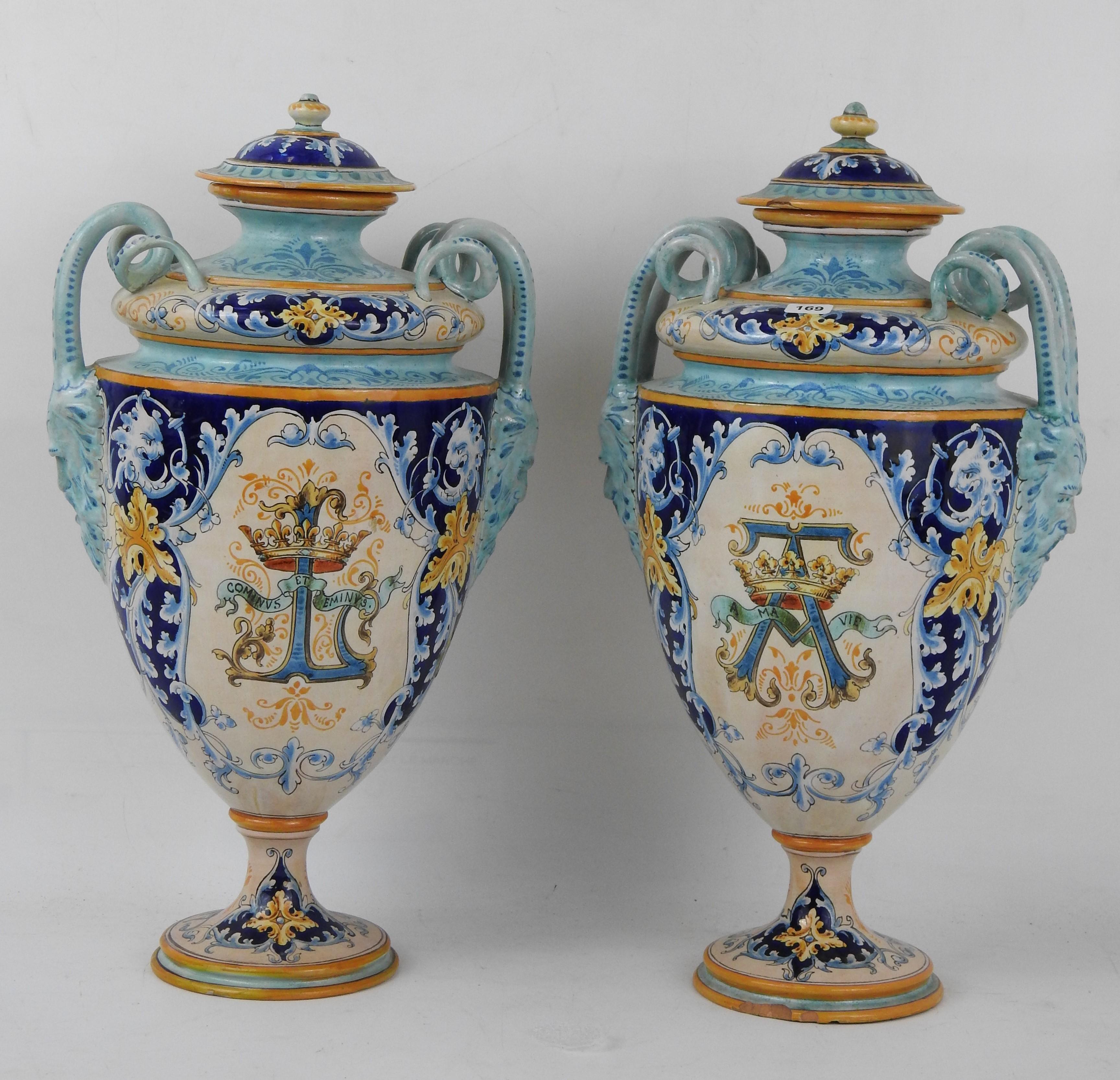 Vente Objets de vitrine et de collection, Faïences de Blois (Blois) chez Pousse Cornet - Valoir : 331 lots